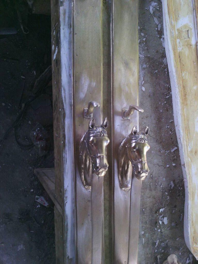 มือจับประตูทองเหลือง