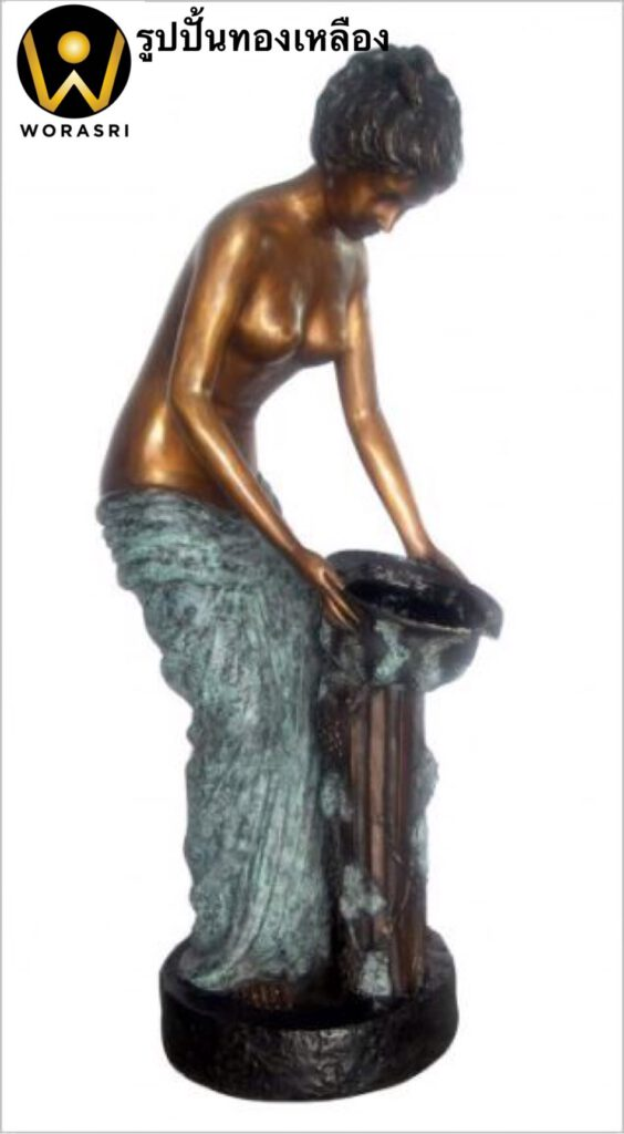 รูปปั้นทองเหลือง สไตล์โรมันรมดำเขียวผู้หญิงเทน้ำ
