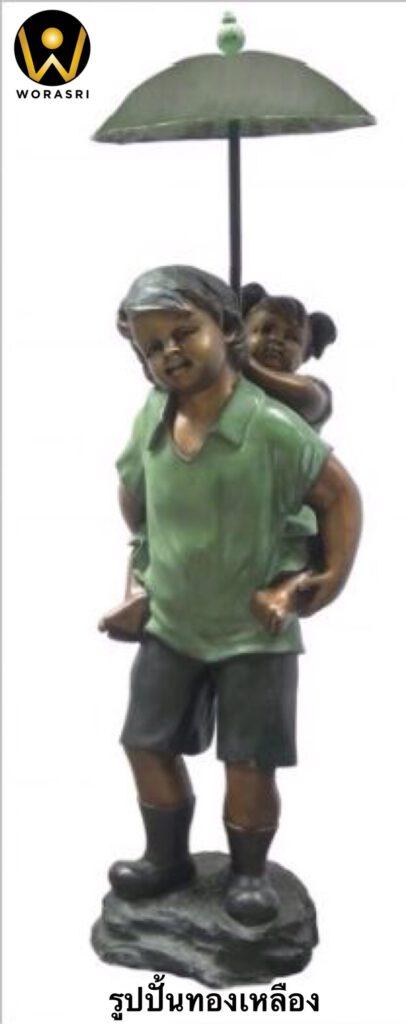 รูปปั้นทองเหลือง สไตล์โรมันรมดำเขียวเด็กขี่หลังกางร่ม